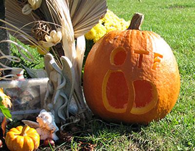 2008_pumpkin_bowling